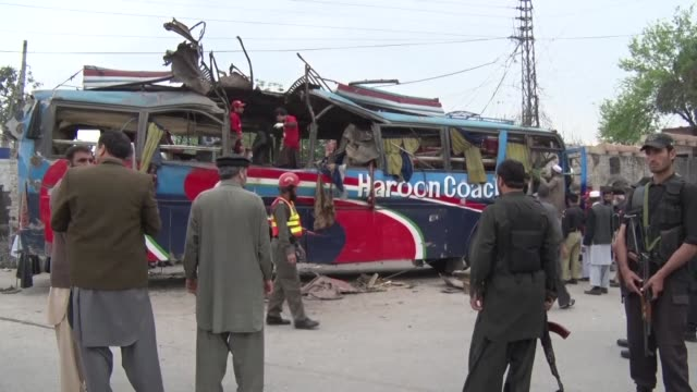 at least 16 people are killed and more than two dozen wounded when a bomb blew up inside a bus in peshawar the main city of northwest pakistan - peshawar video stock e b–roll