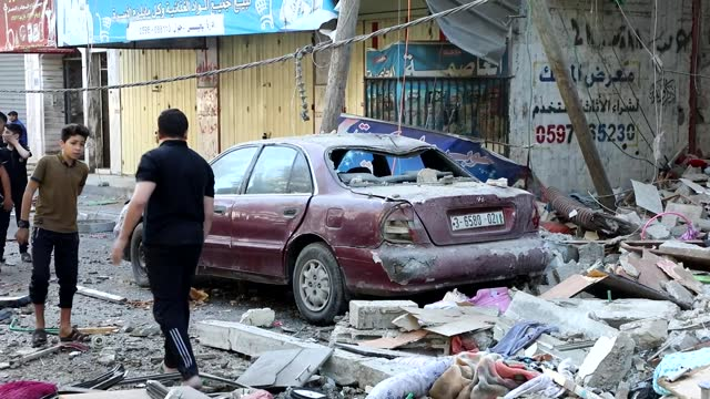 at least 227 palestinians have been killed, including 64 children and 38 women, in israeli attacks on the gaza strip since may 10, the gaza-based... - striscia di gaza video stock e b–roll