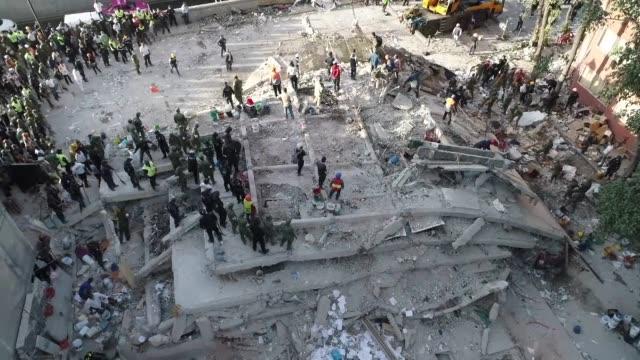 vídeos y material grabado en eventos de stock de at least 248 people were killed when a powerful 71 magnitude earthquake struck mexico including 21 children crushed beneath an elementary school that... - terremoto