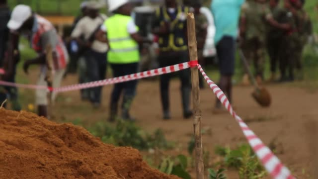 At least 300 people are buried in Waterloo Sierra Leone after the devastating mudslide cause by heavy rains RAW