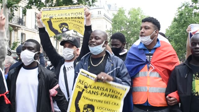 at least 3,000 people took part in a demonstration in paris in memory of lamine dieng, 13 years after the death of the young franco-senegalese during... - parade stock videos & royalty-free footage