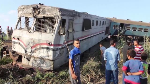 at least 36 people were killed as two trains collided friday outside the mediterranean city of alexandria in one of the deadliest in a string of such... - zugunglück stock-videos und b-roll-filmmaterial