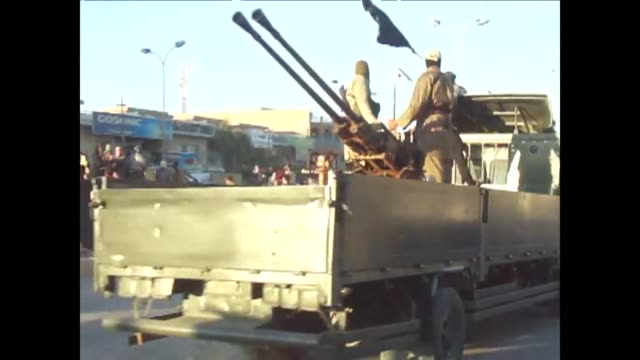 at least 37 people were killed wednesday in renewed violence in iraq including 15 in fighting between the iraqi army and qaeda linked militants in... - al fallujah stock videos & royalty-free footage