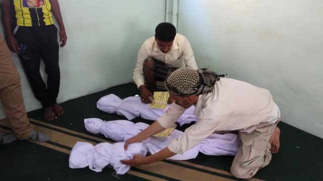 at least 5 people including 3 children have been killed in the attacks of houthis and supporters of yemen's former president ali abdullah saleh on a... - nasiriyah stock-videos und b-roll-filmmaterial