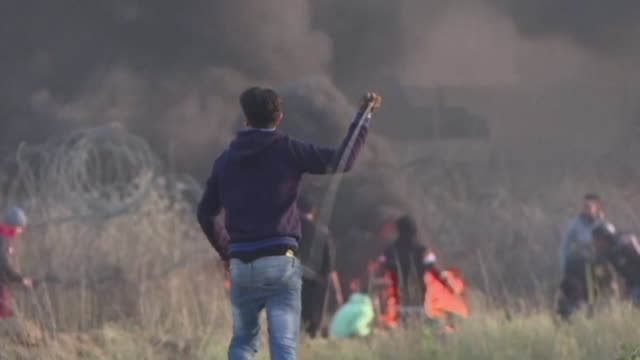 stockvideo's en b-roll-footage met at least 56 palestinians were wounded by israeli gunfire in the west bank and gaza on friday as they protested in a fresh day of rage over us... - israëlisch palestijns conflict