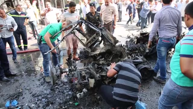 vídeos de stock, filmes e b-roll de at least 8 people were killed and several injured after a car bomb exploded in the iraqi capital baghdad on may 30 2017 the attack was apparently... - iraque