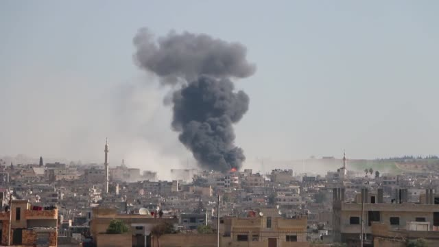 vidéos et rushes de at least five civilians were killed and 6 others injured by regime artillery shelling on residential areas in the country's northwestern idlib... - terrorisme
