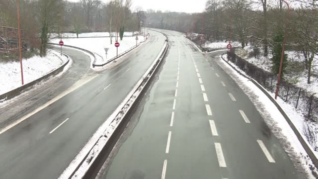 At least one major road to the southwest of the French capital was closed to traffic for a few hours after flurries brought several centimetres of...