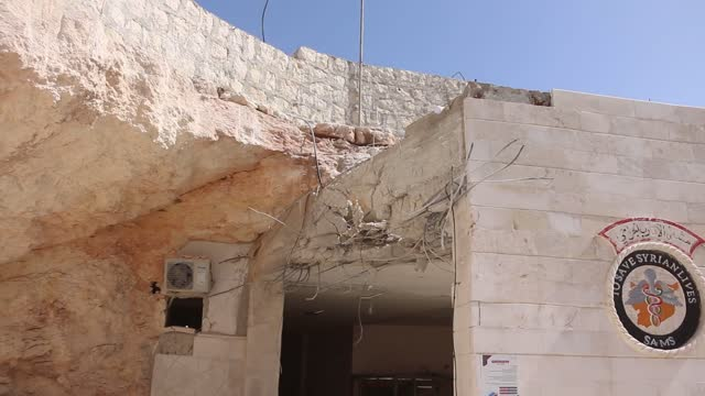 at least six civilians including a child were killed and 15 others were injured in northern syria after the assad regime forces and its supporter... - konflikt bildbanksvideor och videomaterial från bakom kulisserna