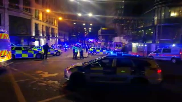 at least six people were killed in in attacks late as a van mowed down pedestrians on london bridge before attackers then stabbed victims at nearby... - london bridge inghilterra video stock e b–roll