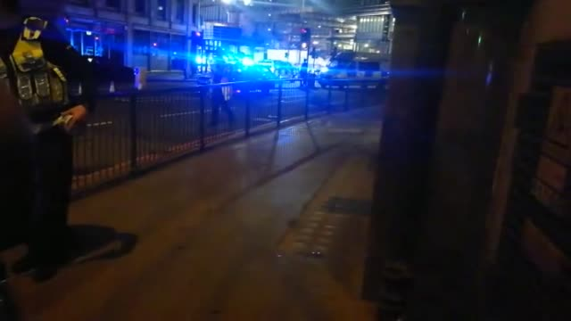 stockvideo's en b-roll-footage met at least six people were killed in in attacks late as a van mowed down pedestrians on london bridge before attackers then stabbed victims at nearby... - agressie