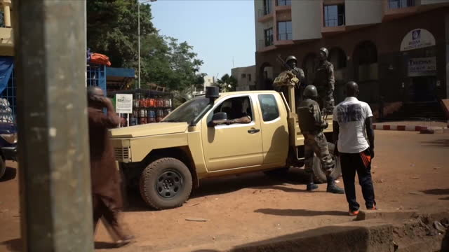 at least three suspects are still being hunted over an attack on a hotel in mali which killed more than 20 people islamist extremists stormed the... - マリ点の映像素材/bロール