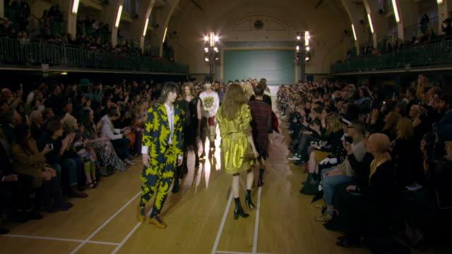vivienne westwood s/s 17 catwalk show on january 09, 2017 in london, england. - westwood bildbanksvideor och videomaterial från bakom kulisserna
