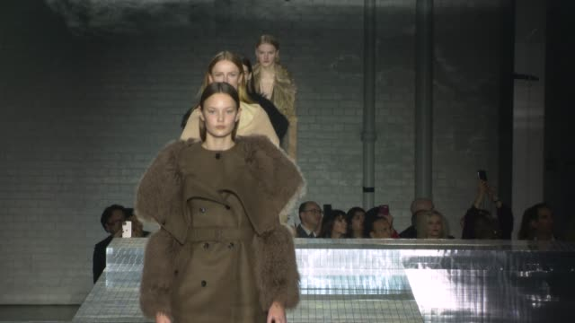 stockvideo's en b-roll-footage met at london fashion week a/w 2020 - burberry at olympia london on february 17, 2020 in london, england. - modeweek