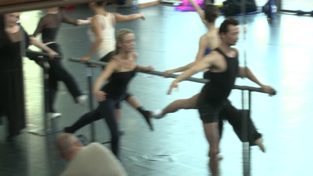 at mika stefanos celebrity ballet class reeva steenkamp at south african ballet theatre on july 12 2012 in johannesburg south africa - リーバ・スティンカンプ点の映像素材/bロール