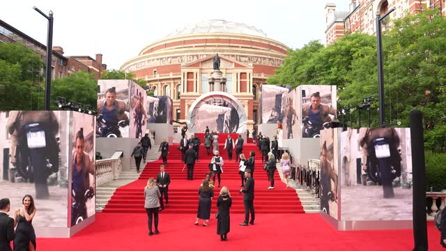 """at """"no time to die"""" world premiere at royal albert hall on september 28, 2021 in london, england. - première stock-videos und b-roll-filmmaterial"""