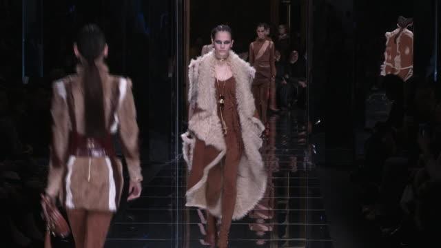 vídeos y material grabado en eventos de stock de runway at paris fashion week balmain aw17 catwalk show on march 02 2017 in paris france - 2017