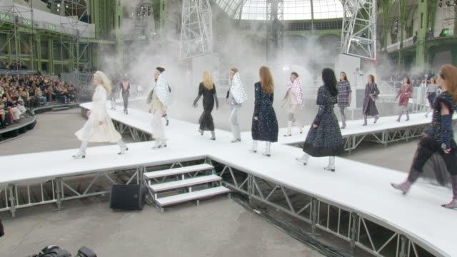 vídeos de stock e filmes b-roll de runway at paris fashion week chanel a/w 17 at grand palais on march 07 2017 in paris france - chanel