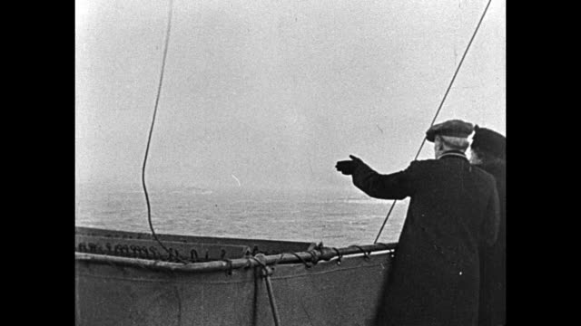 vídeos de stock e filmes b-roll de at sea woodrow wilson and wife edith bolling galt wilson stand on the deck of the uss george washington as it returns to us after the peace... - george washington