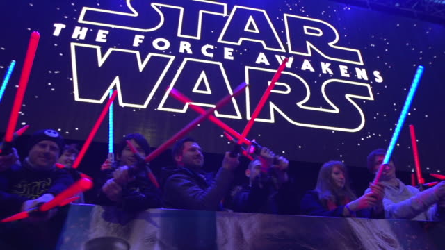 atmosphere slomo at 'star wars episode vii the force awakens' european premiere on december 16 2015 in london england - star wars stock videos & royalty-free footage