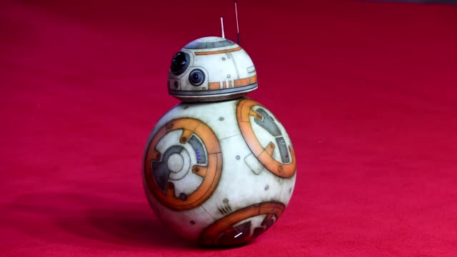 vídeos y material grabado en eventos de stock de gif bb8 at 'star wars the last jedi' european premiere at royal albert hall on december 12 2017 in london england - formato de archivo gif
