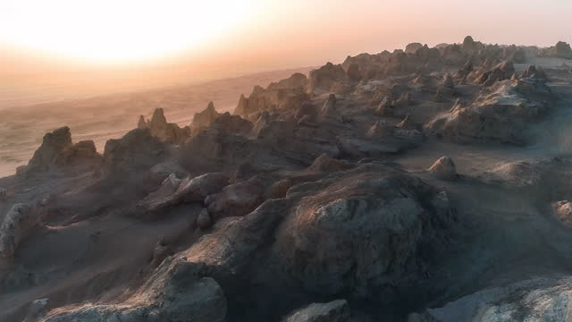 vidéos et rushes de au coucher du soleil, la ville de yadan perdit peu à peu sa lumière et se tut - rocher