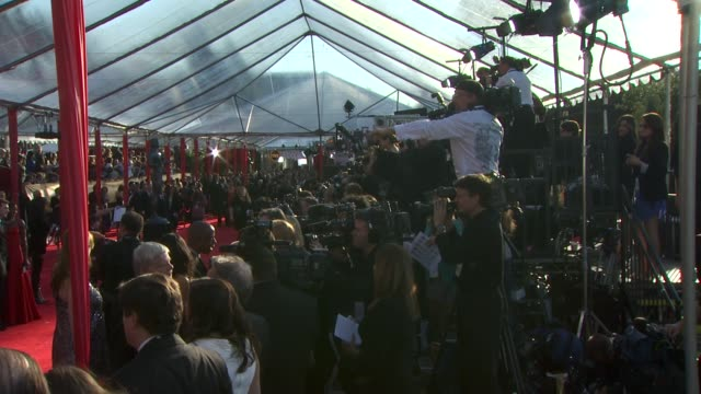 stockvideo's en b-roll-footage met atmosphere at the 16th annual screen actors guild awards arrivals at los angeles ca - screen actors guild awards