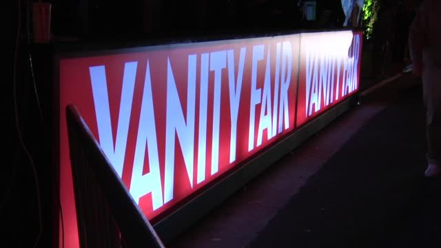 vídeos de stock, filmes e b-roll de at the 2012 vanity fair oscar party hosted by graydon carter - inside party at west hollywood ca. - graydon carter