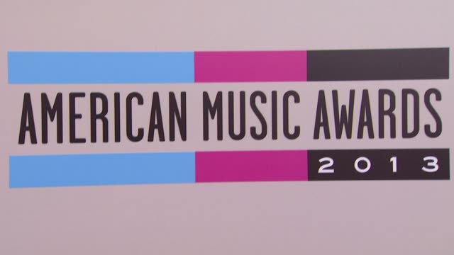 atmosphere at the 2013 american music awards arrivals - 2013 american music awards stock videos & royalty-free footage