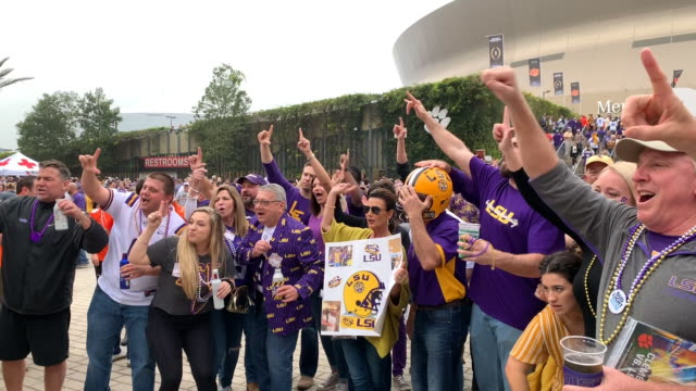 vidéos et rushes de at the 2020 college football playoff national championship at mercedes benz superdome on january 13, 2020 in new orleans, louisiana. - louisiane