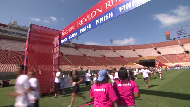 at the 21st annual eif revlon run walk for women at los angeles coliseum on may 10, 2014 in los angeles, california. - レブロン点の映像素材/bロール