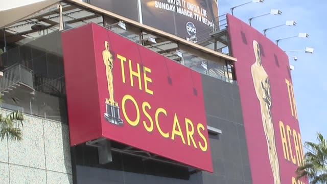 vídeos y material grabado en eventos de stock de at the 82nd academy awards preparation at hollywood ca. - ambientación