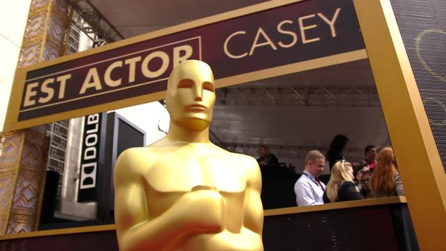 vidéos et rushes de atmosphere at the 89th annual academy awards arrivals at hollywood highland center on february 26 2017 in hollywood california 4k - cérémonie des oscars