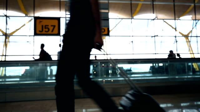 En el aeropuerto, en tiempo real