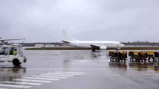 Am Flughafen mit Regen