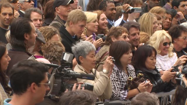 vidéos et rushes de atmosphere at the andrea bocelli honored with a star on the hollywood walk of fame at hollywood ca - andrea bocelli