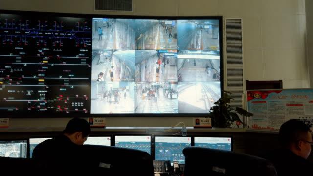 vídeos de stock, filmes e b-roll de at the control center of the xi'an metro,shaanxi,china. - controle