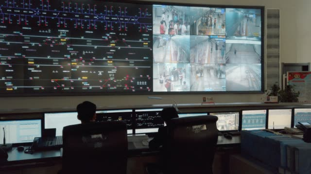 at the control center of the xi'an metro,shaanxi,china. - sorveglianza video stock e b–roll