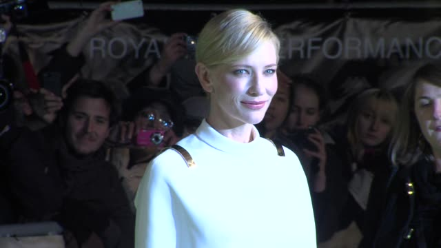 at 'the hobbit' uk premiere and royal film performance at odeon leicester square on december 12, 2012 in london, england. - the hobbit stock videos & royalty-free footage
