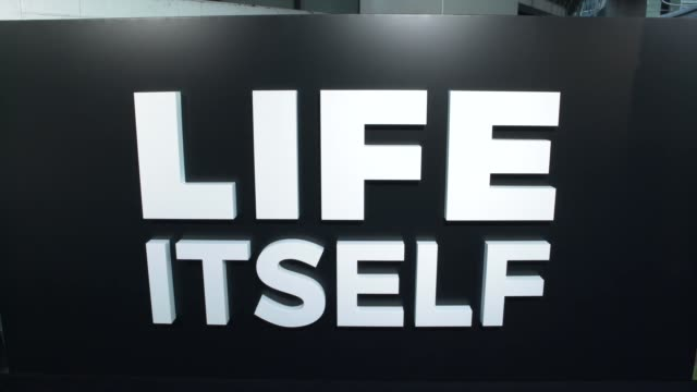 "vídeos y material grabado en eventos de stock de at the ""life itself"" los angeles premiere at arclight cinemas cinerama dome on september 13, 2018 in hollywood, california. - cinerama dome hollywood"