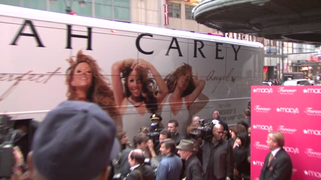 vídeos y material grabado en eventos de stock de atmosphere at the mariah carey showcases her new fragrance 'forever' at macy's herald square at new york ny - macy's