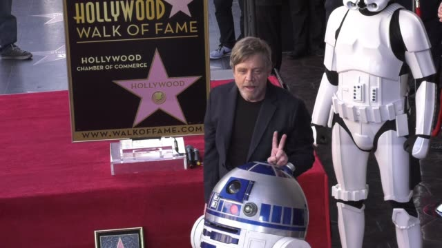 vídeos de stock, filmes e b-roll de clean at the mark hamill honored with a star on the hollywood walk of fame on march 08 2018 in hollywood california - george lucas