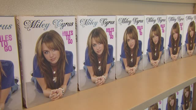 at the miley cyrus 'miles to go' book signing at los angeles ca. - signierstunde stock-videos und b-roll-filmmaterial