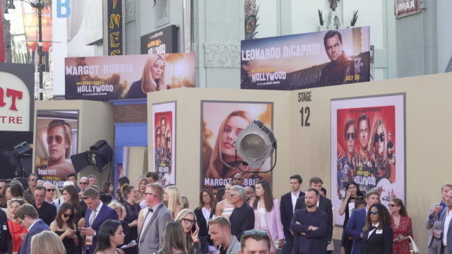 atmosphere at the once upon a time in hollywood premiere at tcl chinese theatre on july 22 2019 in hollywood california - atmosfär råmaterial bildbanksvideor och videomaterial från bakom kulisserna