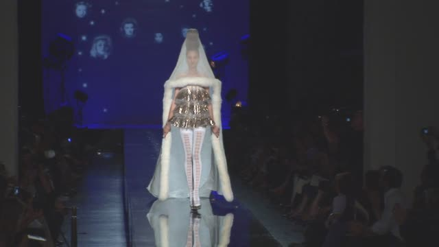 vidéos et rushes de at the paris fashion week haute couture fall/winter 2010, paris, france - fashion show