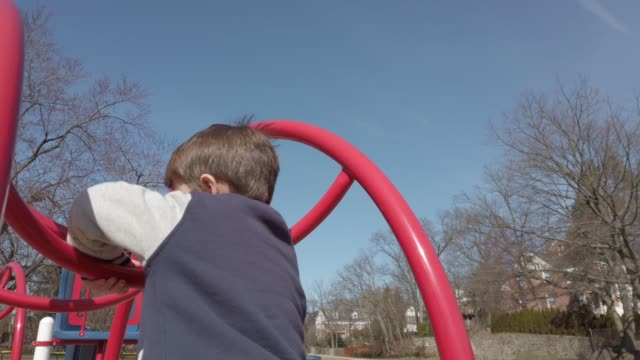 vídeos y material grabado en eventos de stock de at the playground - estructura metálica para niños