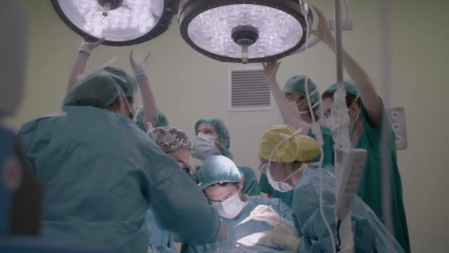 stockvideo's en b-roll-footage met at the surgery room moving the lights - operatiekamer