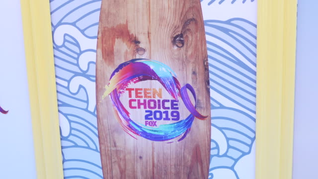 atmosphere at the teen choice 2019 on august 11 2019 in hermosa beach california - atmosfär råmaterial bildbanksvideor och videomaterial från bakom kulisserna