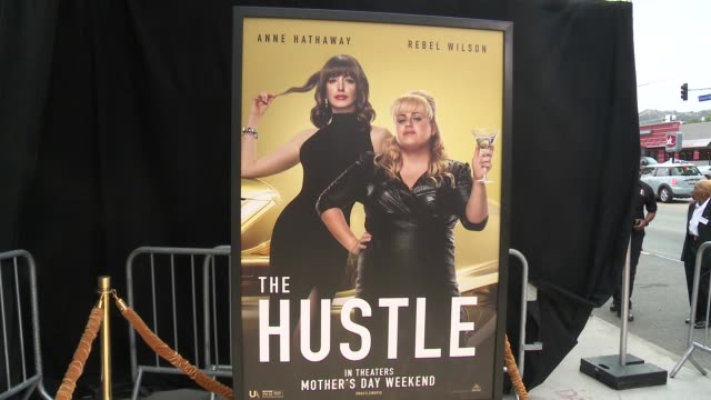 """vídeos de stock, filmes e b-roll de at the """"the hustle"""" world premiere at arclight cinerama dome on may 08, 2019 in hollywood, california. - cinerama dome hollywood"""