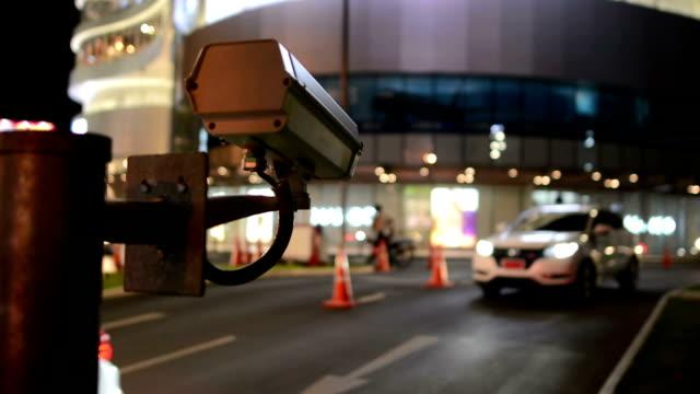 cctv at the traffic night - telecamera di sorveglianza video stock e b–roll